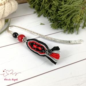 Piros fekete legyező sujtás könyvjelző anyák napja ballagás évzáró pedagógus karácsony szülinap névnap ajándék könyvmoly, Könyvjelző, Papír írószer, Otthon & Lakás, Ékszerkészítés, Gyöngyfűzés, gyöngyhímzés, A 8 cm-es könyvjelzőalapot sujtás motívum, ezüst alkatrészek és színes gyöngyök díszítik. \n\nA kiegés..., Meska