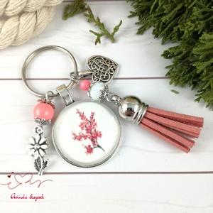 Cseresznyevirág rózsaszín bojtos üveglencsés kulcstartó táskadísz bojtos nyár mikulás karácsony szülinap névnap ajándék , Táska, Divat & Szépség, Kulcstartó, táskadísz, Otthon & lakás, Naptár, képeslap, album, Könyvjelző, Egyéb, Ékszerkészítés, Gyöngyfűzés, gyöngyhímzés, Rózsaszín és fehér gyöngyökből, cseresznyevirág mintával díszített üveglencsés kabosonból, virág med..., Meska