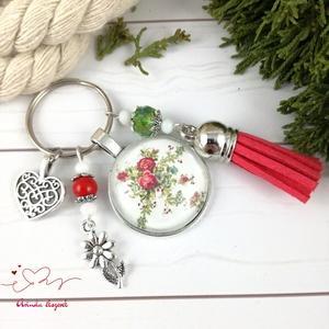Rózsalugas piros bojtos üveglencsés kulcstartó táskadísz bojtos nyár mikulás karácsony szülinap névnap ajándék , Táska, Divat & Szépség, Kulcstartó, táskadísz, Otthon & lakás, Naptár, képeslap, album, Könyvjelző, Egyéb, Ékszerkészítés, Gyöngyfűzés, gyöngyhímzés, Piros, zöld és fehér gyöngyökből, rózsa mintával díszített üveglencsés kabosonból, virág medálból és..., Meska