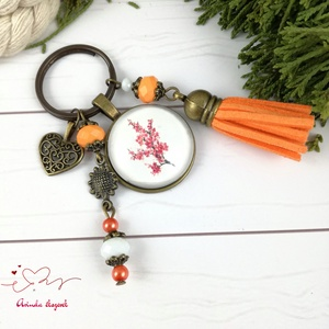 Japán cseresznye narancs bojtos üveglencsés kulcstartó táskadísz bojtos nyár mikulás karácsony szülinap névnap ajándék , Táska, Divat & Szépség, Kulcstartó, táskadísz, Otthon & lakás, Naptár, képeslap, album, Könyvjelző, Egyéb, Ékszerkészítés, Gyöngyfűzés, gyöngyhímzés, Narancs és fehér gyöngyökből, japán cseresznye mintával díszített üveglencsés kabosonból, virág medá..., Meska