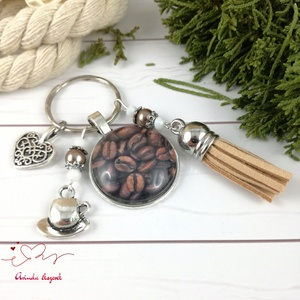 Kávé bézs bojtos üveglencsés kulcstartó táskadísz bojtos mikulás karácsony szülinap névnap nyár ajándék (Arindaekszerek) - Meska.hu