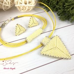 Vanília háromszög nyaklánc karkötő fülbevaló egyedi gyöngyékszer anyák napja ballagás évzáró karácsony szülinap névnap , Ékszer, Esküvő, Esküvői ékszer, Karkötő, Furcsaságok, Ékszerkészítés, Gyöngyfűzés, gyöngyhímzés, Kiváló minőségű japán delicából, aprólékos munkával fűzött nyaklánc-fülbevaló szett. A szett alapszí..., Meska