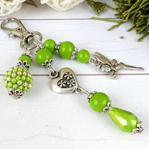 Fűzöld tündér kulcstartó táskadísz anyák napja ballagás évzáró pedagógus karácsony szülinap névnap , Kulcstartó, Kulcstartó & Táskadísz, Táska & Tok, Ékszerkészítés, Gyöngyfűzés, gyöngyhímzés, Zöldés ezüst gyöngyökből, szív alakú köztesből, fűzött 1 cm-es gyöngybogyóból és tündér fityegőből k..., Meska