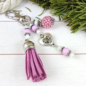 Lilás rózsaszín bojtos kulcstartó táskadísz anyák napja ballagás évzáró pedagógus karácsony szülinap névnap , Táska & Tok, Kulcstartó & Táskadísz, Táskadísz, Ékszerkészítés, Gyöngyfűzés, gyöngyhímzés, Lila és fehér gyöngyökből, szív alakú köztesből, fűzött 1 cm-es gyöngybogyóból és lime velúrbojtból ..., Meska