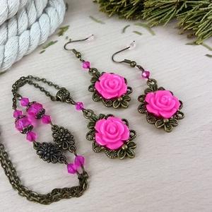 #50 pink rózsás antik bronz szett nyaklánc fülbevaló esküvő alkalmi koszorúslány örömanya menyasszony násznagy, Ékszer, Ékszerszett, Ékszerkészítés, Gyöngyfűzés, gyöngyhímzés, Rózsa kabosonokból, antik bronz színű ékszeralapokból, színben hozzáillő üveggyöngyökből készült két..., Meska