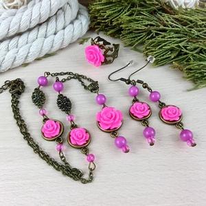 #55 pink rózsás szett nyaklánc fülbevaló karkötő vintage esküvő alkalmi koszorúslány örömanya menyasszony násznagy, Ékszer, Ékszerszett, Ékszerkészítés, Gyöngyfűzés, gyöngyhímzés, Rózsaszín rózsa kabosonokból, antik bronz színű ékszeralapokból, színben hozzáillő ásvány- és üveggy..., Meska
