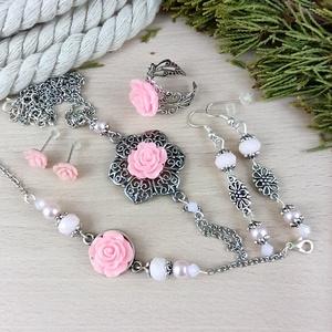 #56 rózsaszín rózsás szett nyaklánc fülbevalók karkötő gyűrű esküvő alkalmi koszorúslány örömanya menyasszony násznagy - Meska.hu