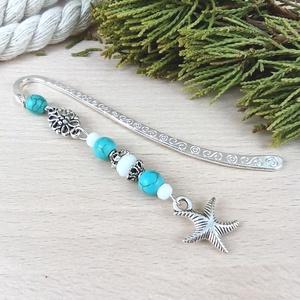 Kék fehér tengeri csillag könyvjelző anyák napja ballagás évzáró pedagógus karácsony szülinap névnap ajándék könyvmoly, Otthon & Lakás, Papír írószer, Könyvjelző, Ékszerkészítés, Gyöngyfűzés, gyöngyhímzés, A 8 cm-es könyvjelzőalapot tengeri csillag medál, kék és fehér gyöngyök, valamint tibeti ezüst gyöng..., Meska