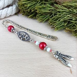 Piros balettcipő könyvjelző anyák napja ballagás évzáró pedagógus karácsony szülinap névnap könyvmoly ajándék, Könyvjelző, Papír írószer, Otthon & Lakás, Ékszerkészítés, Gyöngyfűzés, gyöngyhímzés, Elegáns könyvjelző balerinacipő fityegővel, piros-fehér gyöngyökkel, 8 cm-es ezüst színű könyvjelzőa..., Meska