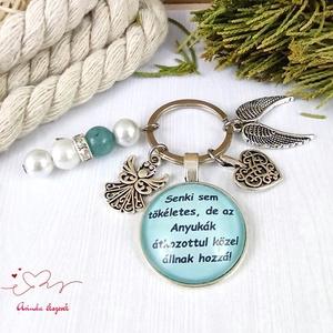 Senki sem tökéletes de az anyukák átkozottul közel állnak hozzá feliratos üveglencsés kulcstartó táskadísz karácsony  - Meska.hu