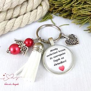 Mindig melletted leszek feliratos piros bojtos üveglencsés kulcstartó táskadísz karácsony  - Meska.hu