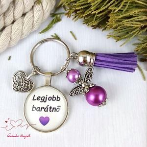Legjobb barátnő feliratos üveglencsés kulcstartó táskadísz lila angyallal és bojttal karácsony szülinap névnap, Táska & Tok, Kulcstartó & Táskadísz, Kulcstartó, Ékszerkészítés, Gyöngyfűzés, gyöngyhímzés, Legjobb barátnő felirattal díszített üveglencsés kulcstartó. A kulcstartót gyöngyökből és tibeti ezü..., Meska