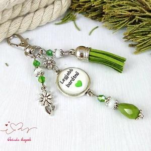Legjobb barátnő feliratos zöld bojtos üveglencsés kulcstartó táskadísz mikulás karácsony szülinap névnap ajándék  - Meska.hu
