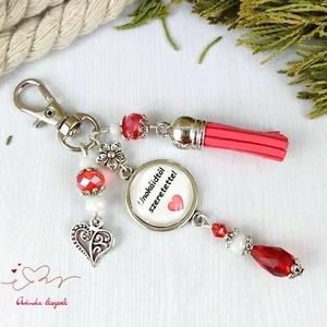 Unokáidtól szeretettel feliratos piros bojtos üveglencsés kulcstartó táskadísz karácsony szülinap névnap ajándék  - Meska.hu