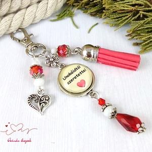 Unokáidtól szeretettel feliratos bézs piros bojtos üveglencsés kulcstartó táskadísz karácsony szülinap névnap ajándék , Táska & Tok, Kulcstartó & Táskadísz, Kulcstartó, Ékszerkészítés, Gyöngyfűzés, gyöngyhímzés, Meska