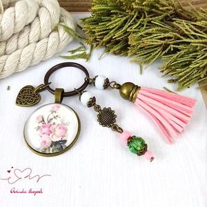 Romantikus rózsa bojtos üveglencsés kulcstartó táskadísz bojtos nyár mikulás karácsony szülinap névnap ajándék  - Meska.hu