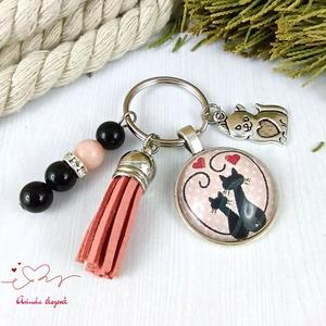 Szerelmes cicák rózsaszín bojtos üveglencsés kulcstartó táskadísz bojtos karácsony szülinap névnap nyár ajándék - Meska.hu