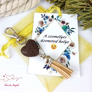 Barna illatosítható lávakő szív kulcstartó táskadísz ajándékcsomagolással , Táska & Tok, Kulcstartó & Táskadísz, Táskaakasztó, Ékszerkészítés, Gyöngyfűzés, gyöngyhímzés, 20 mm-es, barna lávakő gyöngyből és színben hozzáillő velúrbojtból készült kulcstartó/táskadísz. \n\nT..., Meska
