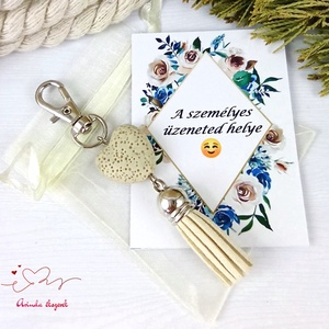 Krémszínű illatosítható lávakő szív kulcstartó táskadísz ajándékcsomagolással , Táska & Tok, Kulcstartó & Táskadísz, Táskadísz, Ékszerkészítés, Gyöngyfűzés, gyöngyhímzés, 20 mm-es, krémszínű lávakő gyöngyből és színben hozzáillő velúrbojtból készült kulcstartó/táskadísz...., Meska
