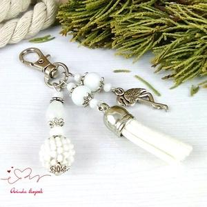 Fehér flamingó fűzött bogyós bojtos kulcstartó táskadísz anyák napja ballagás évzáró pedagógus karácsony szülinap névnap - Meska.hu