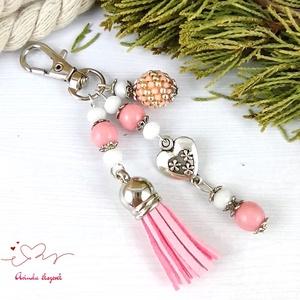 Rózsaszín bojtos kulcstartó táskadísz anyák napja ballagás évzáró pedagógus karácsony szülinap névnap , Táska & Tok, Kulcstartó & Táskadísz, Táskadísz, Ékszerkészítés, Gyöngyfűzés, gyöngyhímzés, Rózsaszín és fehér gyöngyökből, szív alakú köztesből, fűzött 1 cm-es gyöngybogyóból és rózsaszín vel..., Meska