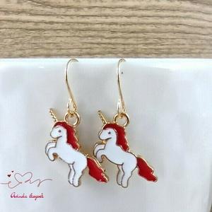 Piros unikornis fülbevaló karácsonyra mikulásra télire adventi kalendáriumba nőnek lánynak, Ékszer, Fülbevaló, Lógó fülbevaló, Ékszerkészítés, Gyöngyfűzés, gyöngyhímzés, Meska