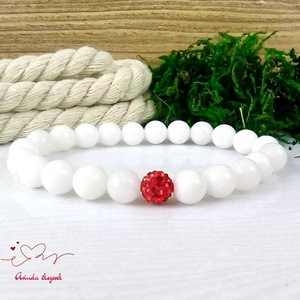 Fehér jade ásvány karkötő piros  csillogó shamballa kristály gömbbel, Ékszer, Karkötő, Gyöngyös karkötő, Ékszerkészítés, Gyöngyfűzés, gyöngyhímzés, Meska