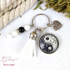 Jinjang mintás fehér bojtos üveglencsés kulcstartó táskadísz bojtos karácsony szülinap névnap nyár ajándék, Táska & Tok, Kulcstartó & Táskadísz, Táskadísz, Ékszerkészítés, Gyöngyfűzés, gyöngyhímzés, Meska