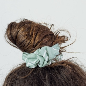 Mentha hajgumi, Hajgumi, Hajdísz & Hajcsat, Ruha & Divat, Fotó, grafika, rajz, illusztráció, Varrás, Kényelmes hajgumi, amely nem roncsolja a hajat, de akár kiegészítőként a csuklón is jól mutat.\n\n100%..., Meska