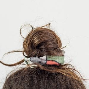 Delta hajgumi, Táska, Divat & Szépség, Ruha, divat, Hajbavaló, Hajgumi, Fotó, grafika, rajz, illusztráció, Varrás, Kényelmes hajgumi, amely nem roncsolja a hajat, de akár kiegészítőként a csuklón is jól mutat.\n\n100%..., Meska