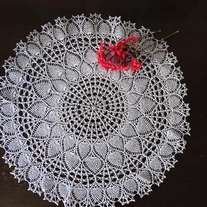 Ananász mintás horgolt csipketerítő 50 cm átmérőjű, Otthon & Lakás, Horgolt & Csipketerítő, Dekoráció, Nagyon vékony, fehér horgolócérnából, igényesen kézi horgolással általam nagy szeretettel készített ..., Meska
