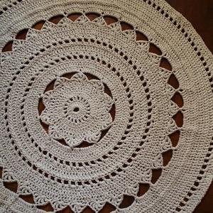Törtfehér kör alakú horgolt szőnyeg, Otthon & Lakás, Lakástextil, Szőnyeg, Igényesen kézi horgolással általam nagy szeretettel készített törtfehér kör alakú szőnyeg. Az Ön nap..., Meska