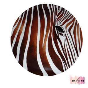 Zebra tányér by Nia, Konyhai dísz, Konyhafelszerelés, Otthon & Lakás, Festett tárgyak, Festészet, 24 cm átmérőjű lapos zebra motívumú tányér kopásálló porcelán festéssel. Más színben is megoldható, ..., Meska