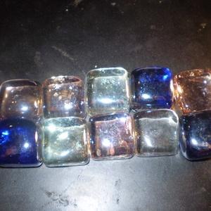FUSINGOS üveg kocka VEGYES SZINEKBEN 10 db olcsón, Üveg, Üvegművészet, FUSINGOS üveg kocka 10 db olcsón, EGYBEN\nmindegyik kocka hasonló, mivel egyedileg lett olvasztva\nmér..., Meska