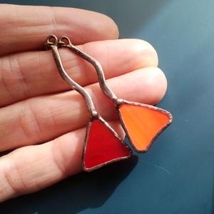 Bolondos háromszögek - színes üveg fülbevaló, Ékszer, Fülbevaló, Lógó fülbevaló, Ékszerkészítés, Üvegművészet, Piros és narancssárga üvegből készült fülbevaló, tiffany technikával készült. A fülbevaló szára rézd..., Meska