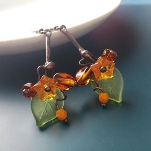 Virágcsokor fülbevaló, Ékszer, Fülbevaló, Lógó fülbevaló, Ékszerkészítés, Üveggyöngyökből állítottam össze egy-egy csokrot erre a fülbevalóra. Mustársárga, borostyán színű gy..., Meska