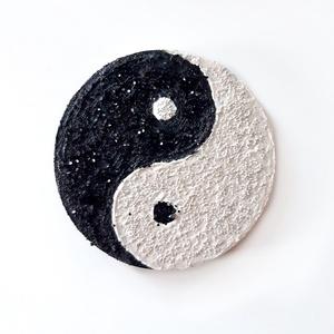 Jin Jang festmény - fekete, fehér, csillogó, egyedi dekoráció , Művészet, Festmény, Festmény vegyes technika, Festészet, A kép átmérője 85mm\nMagassága / vastagsága 1 cm\n\nPostázásra kerül 1-3 munkanap alatt\nSzemélyesen átv..., Meska