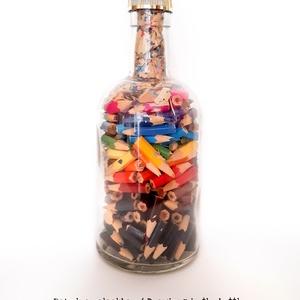 Installáció - Rajzok a palackban - művészeti alkotás színes ceruzákból - kézműves, Művészet, Szobor, Méret: 19 cm magas, 8cm átmérővel - 30 db ceruza - 4 darabra vágva kézzel - Kihegyezve így 120 db ap..., Meska