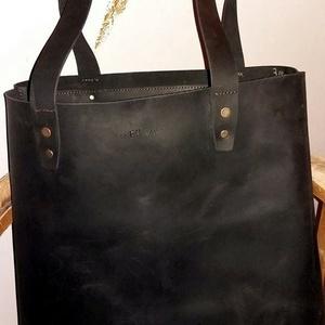SHOPPER BAG bőr táska, Táska, Divat & Szépség, Táska, Válltáska, oldaltáska, Letisztult minnimál megjelenésű, marhabőr fekete nagy táska, kényelmes pakolható.   Méretek:  Magass..., Meska
