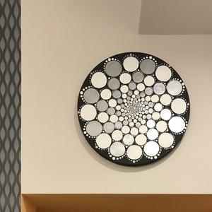 Ezüst-fekete-fehér mandala feszített vászonra festve, Otthon & lakás, Dekoráció, Kép, Képzőművészet, Festmény, Akril, Lakberendezés, Falikép, Festészet, Festett tárgyak, Ez a 20 cm-es festett mandala kitűnő eleme egy dekoratív lakásnak. \nA mandala sokkal több mint egy e..., Meska