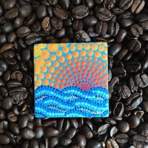Naplemente a tengerparton, pontfestett miniatűr, Otthon & lakás, Képzőművészet, Festmény, Akril, Konyhafelszerelés, Hűtőmágnes, Lakberendezés, Falikép, Festészet, Ez a miniatűr mandala kitűnő eleme egy dekoratív lakásnak. \nAkril festékkel készült 5x5 cm-es miniat..., Meska