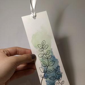 Növénymintás festett könyvjelző (Zöld), Otthon & Lakás, Papír írószer, Könyvjelző, Festészet, Fotó, grafika, rajz, illusztráció, Akvarell festékkel festett, papír alapú könyvjelzők kaphatók virágillusztrációval. Háttere sötétkékb..., Meska