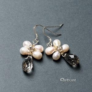 Fehér tenyésztett gyöngy fülbevaló csiszolt Swarovski gyönggyel, Esküvő, Ékszer, Fülbevaló, Ékszerkészítés, Gyöngyfűzés, gyöngyhímzés, Meska