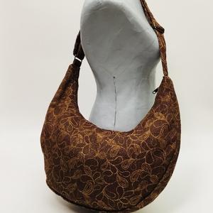 Őszi levélhullás félhold táska, Táska & Tok, Vállon átvethető táska, Kézitáska & válltáska, Táska állítható pánttal 123 cm x4 cm,magassága 26 cm, szélesség 52 cm. A4-es méretű tárgyak könnyedé..., Meska