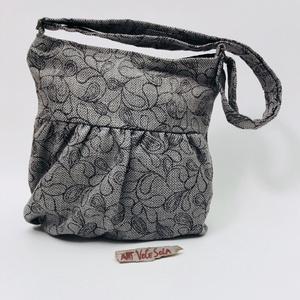 Szürke álmodozás Táska, Táska & Tok, Vállon átvethető táska, Kézitáska & válltáska, Elöl húzott táska mérete 35 cm x 31 cm (A4 méret elfér benne), belső zseb mérete 16 cm x 12 cm zipzá..., Meska
