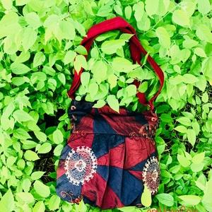 Naplemente táska, Vállon átvethető táska, Kézitáska & válltáska, Táska & Tok, Varrás, Elöl húzott táska mérete 35 cm x 31 cm (A4 méret elfér benne), belső zseb mérete 16 cm x 12 cm zipzá..., Meska