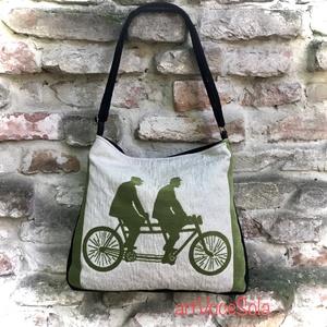 Kerékpározók zöldben Táska, Vállon átvethető táska, Kézitáska & válltáska, Táska & Tok, Varrás, Női táska mérete: 42cm x 35cm,cipzár hossza 34cm,belső zseb 20 cm x 19 cm.\nÁllítható pánt 4cm x 130c..., Meska