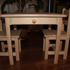 Gyerekasztal gyerekszék gyerek asztal gyerek szék pad sámli hokedli  Fiókos asztal L, Gyerek & játék, Gyerekszoba, Gyerekbútor, Famegmunkálás, Mindenmás, Az óvodás méretű kisbútor készen van , azonnal tudom postázni. Karácsonyi ajándéknak tökéletes válas..., Meska