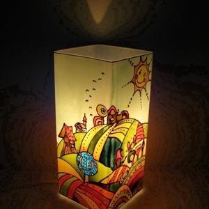 Meselámpa Dimb-domb - festett üveg hangulatlámpa , Gyerek & játék, Gyerekszoba, Lakberendezés, Otthon & lakás, Lámpa, Üvegművészet, Festett tárgyak, Meselámpa Dimb-domb - festett üveg hangulatlámpa.  Ez a dimbes-dombos bájos tájat ábrázoló meselámpa..., Meska