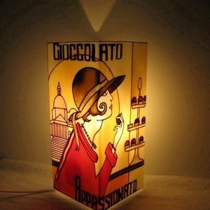 Lámpa: Bonbon vintage Meselámpa - Csokoládéimádók  festett hangulat lámpája , Lakberendezés, Otthon & lakás, Lámpa, Hangulatlámpa, Üvegművészet, Festett tárgyak, Bonbon vintage Meselámpa - Csokoládéimádók  festett hangulat lámpája \n\nEgy régi vintage csokoládépos..., Meska